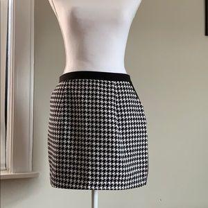 DRESS FORUM Houndstooth Mini Skirt